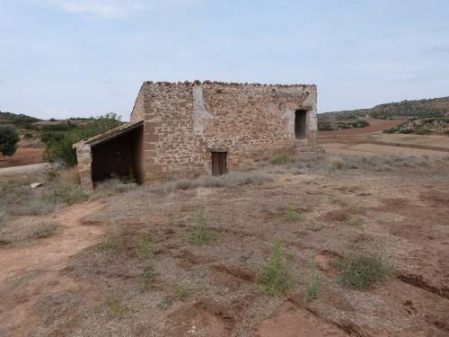 Alcañiz - 3.000m2 piece of land with a small stone house
