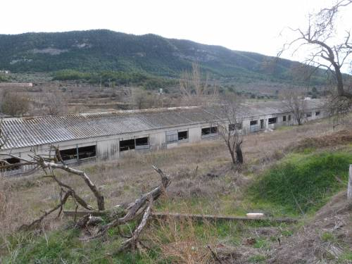 Fuentespalda -  1 hectare plot with various barns